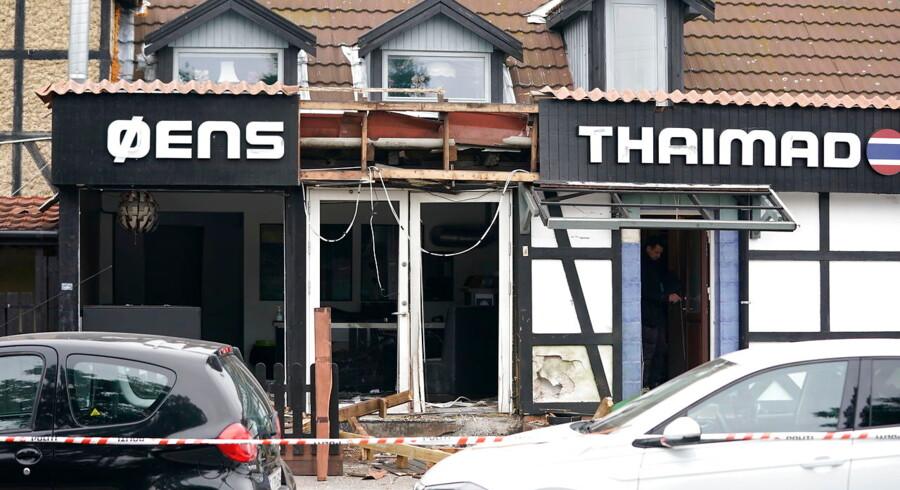 Facaden på et spisested på Amager er ødelagt i en eksplosion, oplyste politiet tidligt tirsdag morgen.