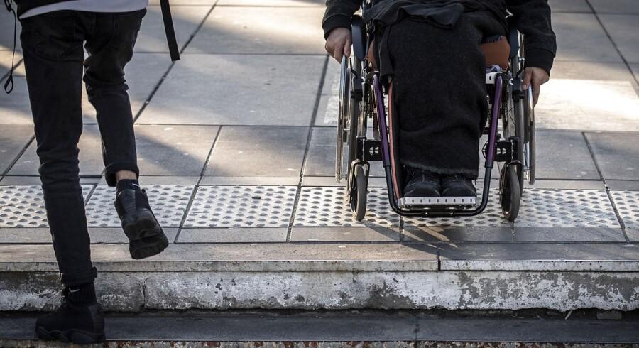 50 pct. af befolkningen mener, at personer med handicap ikke kan bestride netop deres job. Det viser, at spørgsmålet om uligheden i beskæftigelse for mennesker med og uden handicap ikke handler om kvalifikationer, men holdninger, skriver Mads Brix Baulund og Sofie Monggaard Christensen.