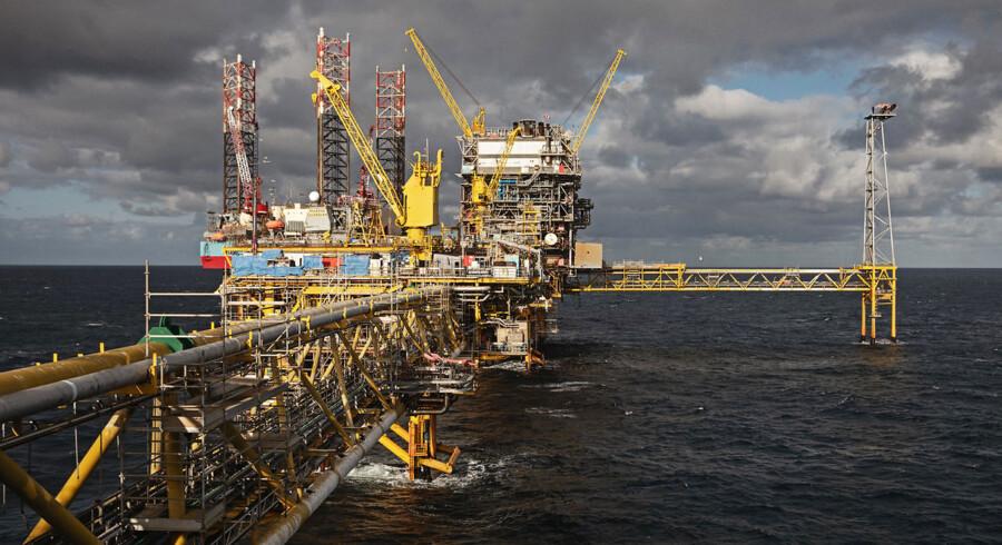 Procesplatformen Tyra skal renoveres for 21 mia. kr. En del af forudsætningen for, at det kan betale sig, er, at olieselskaberne får lov til at søge efter nye olieforekomster, som kan bearbejdes på Tyra, når den igen er i drift. Arkivfoto: Total