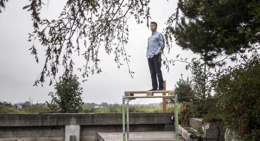 Jesper Rølund er uddannet arkitekt og smed. Med den kombination udviklede han et pallesystem til transportvirksomheder, så de ved at udnytte pladsen i lastbilerne kan reducere antallet af biler på vejene og mindske CO2-udledningen. Foto: Maria Albrechtsen Mortensen