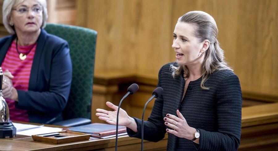 Mette Frederiksen talte sidste år som oppositionsleder, men holder i morgen jomfrutale ved Folketingets åbning.