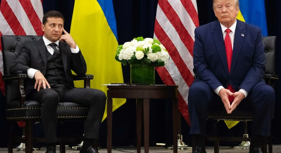 Det virkede umiddelbart som en kejtet situation for både præsident Donald Trump og Ukraines præsident, Volodymyr Selenskyj, da de onsdag mødtes på sidelinjerne af FNs Generalforsamling. For det skete dagen efter, at Demokraterne formelt havde bebudet, at de åbnede en efterforskning af Trump på grund af en telefonsamtale, præsidenten havde haft med sin ukrainske kollega 25. juli.