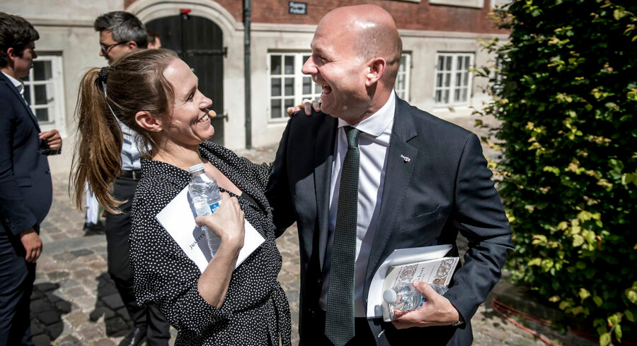 Søren Pape Poulsen sammen med departementschef Barbara Bertelsen.