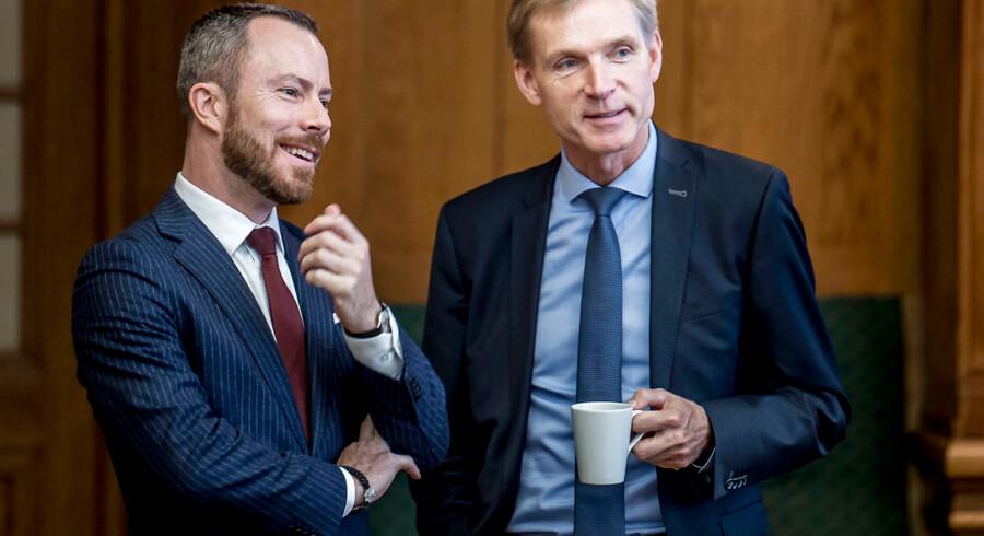 I ugens løb tog Jakob Ellemann-Jensen (V) de første skridt til at bygge bro i blå blok. Her ses han sammen med Kristian Thulesen Dahl (DF) under åbningsdebatten i torsdags.