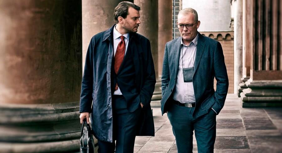 Pilou Asbæk og Søren Malling spiller offentlig anklager og drabschef i TV-serien »Efterforskningen«. Den skildrer opklaringsarbejdet, der førte til, at Peter Madsen blev dømt for mordet på Kim Wall.
