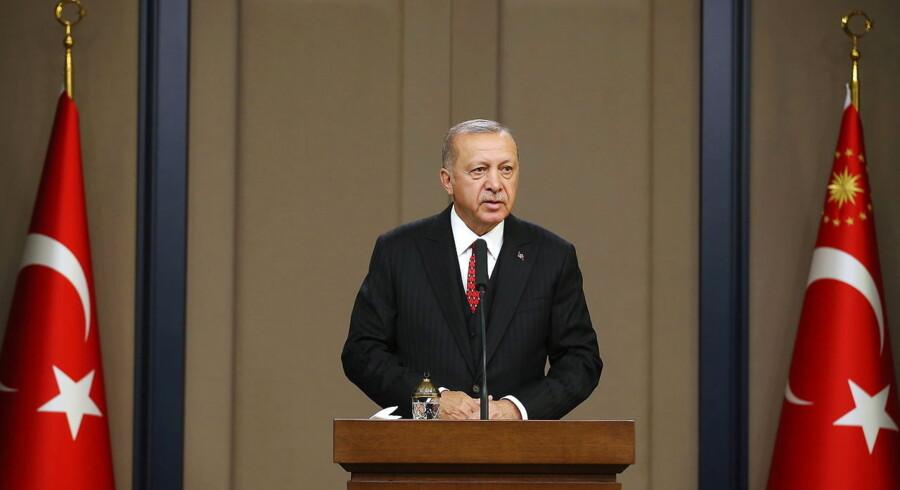 En imam udsendt af den tyrkiske regering fortæller nu, at de statsudsendte tyrkiske imamer har medvirket til spionage i Danmark. Præsident Erdogan har strammet tøjlerne om det magtfulde tyrkiske religionsministerium, der udsender imamerne til blandt andet Danmark.