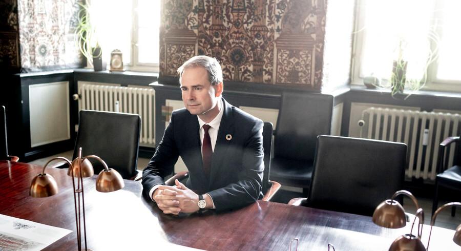 Finansminister Nicolai Wammen rykker om i Finansministeriet. Skal Danmark leve op til målet om at reducere CO2-udslippet med 70 procent inden 2030, kræver det nye måder at tænke på i regeringens maskinrum, mener finansministeren.
