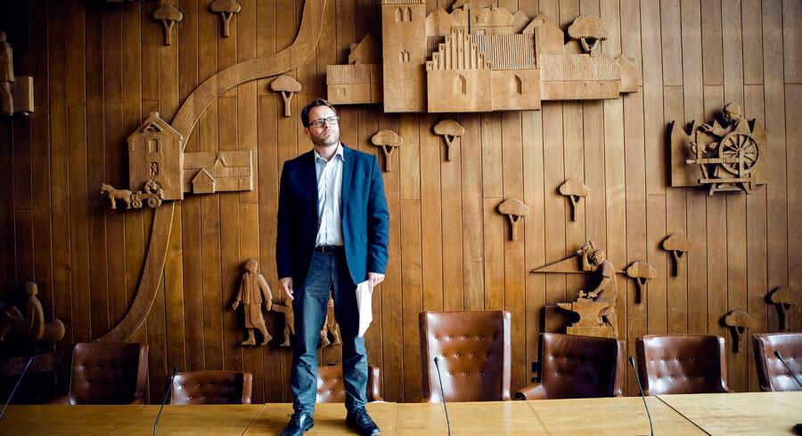 Den socialdemokratiske viceborgmester i Lyngby-Taarbæk Kommune, Simon Pihl Sørensen, blev rasende, da han så, at Facebook registrerede børn ned til 13 år som værende interesserede i gambling. »Fy for h..... ingen nedre grænse. Kun grådighed. Intet andet. Stop dem,« lød hans vrede besked på Twitter.