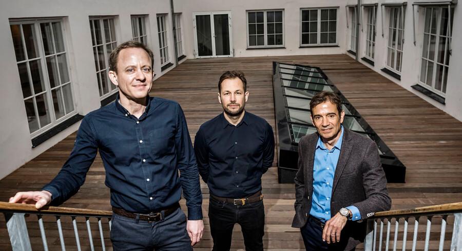 Templafy har netop modtaget en kapitalindsprøjtning på 80 mio. kr. Tidl. TDC-direktør og investor Jesper Theill Eriksen (til venstre) er adm.direktør, og Preben Damgaard (til højre) er bestyrelsesformand. Den tidl. direktør, Christian Lund (midterst), er produktguru. Arkivfoto: Thomas Lekfeldt