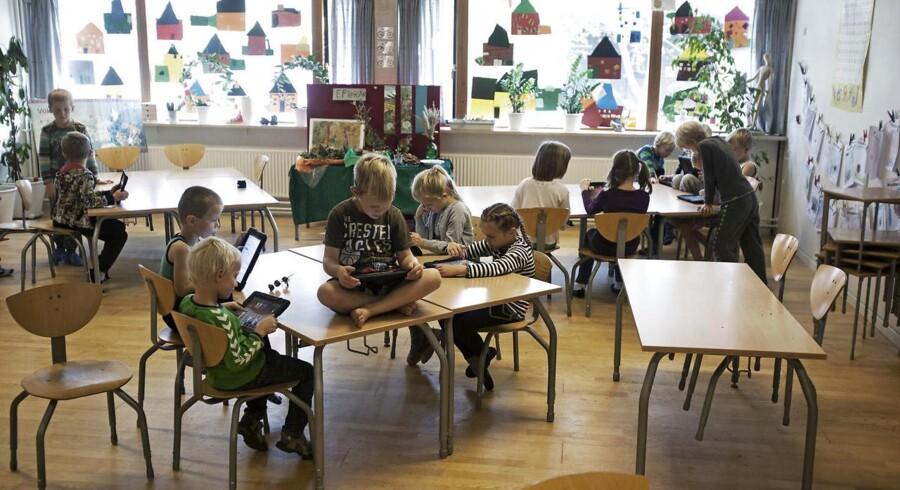 »Ingen kan vel være uenige i, at teknologiforståelse skal indgå i undervisningen i folkeskolen. Men skulle vi ikke hæve ambitionsniveauet et par trin?« skriver Christian Iversen.