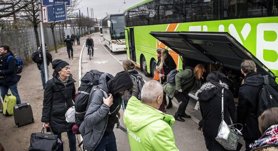 Ved fjernbusserne på Ingerslevsgade i København udbryder der i travle perioder et sandt kaos af cykler, knallerter, buspassagerer, kufferter, rejsetasker og andet pikpak.