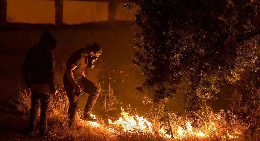 En person har mistet livet under naturbrand i Los Angeles.
