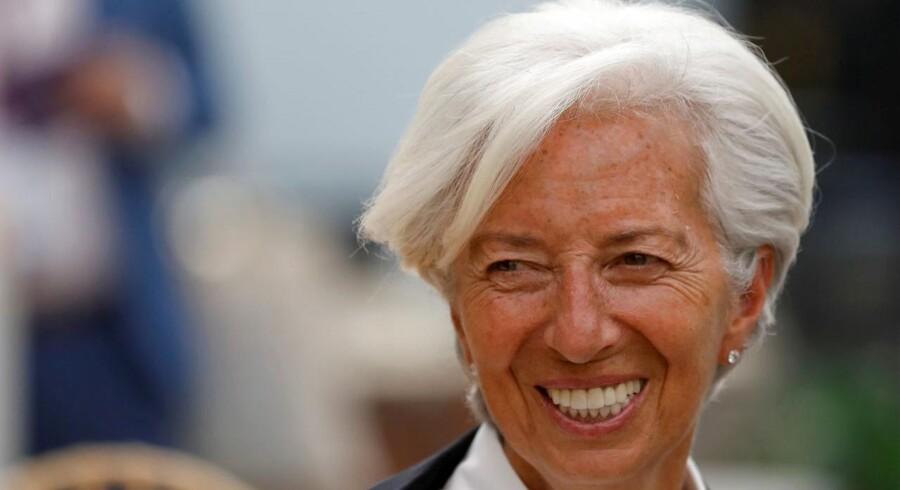 Om få uger tiltræder Christine Lagarde som den første kvindelige chef for Den Europæiske Centralbank. Hun kommer fra en post som direktør for Den Internationale Valutafond. Christine Lagarde er oprindeligt uddannet jurist og var den første kvindelige finansminister i Frankrig.