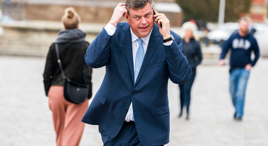 Regeringens støttepartier og flere grønne organisationer kritiserer i stærke vendinger den aftale, som fiskeriminister Mogens Jensen (S) natten til tirsdag indgik med de andre EU-lande. Aftalen giver de danske fiskere lov til at fiske mere, end Europa-Kommissionen havde anbefalet.