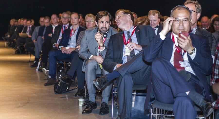 Som dagens Danmark ser ud, har en ung mand 80-20 i sin favør til en stilling med ledelse, magt og højere løn. For de fleste mænd vælger mænd, skriver Majken Danstrup og Gry Egstrup. Her holder Dansk Industri topmøde i Forum 2015.