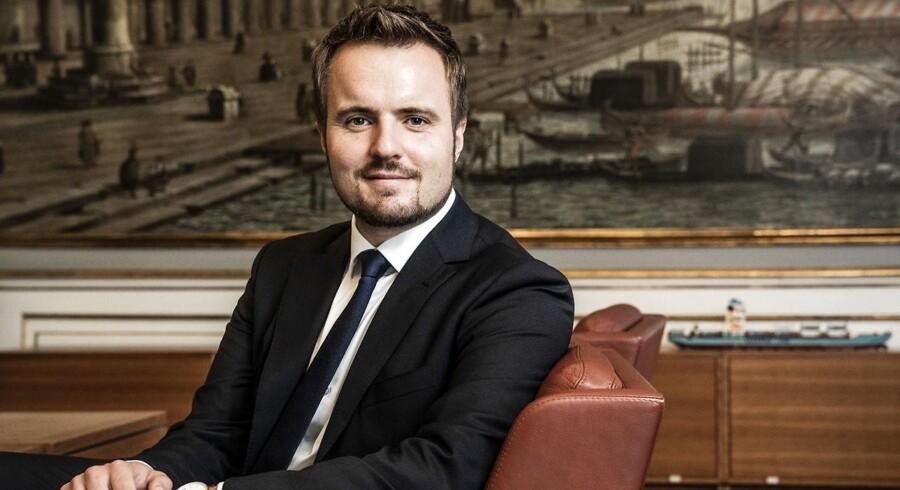 Erhvervsminister Simon Kollerup (S) forsøger i disse dage at balancere mellem to gruppers interesser, som intuitivt er fuldstændig modsatrettet. Erhvervslivet og den yderste venstrefløj, skriver Thomas Estrup Westenholz.