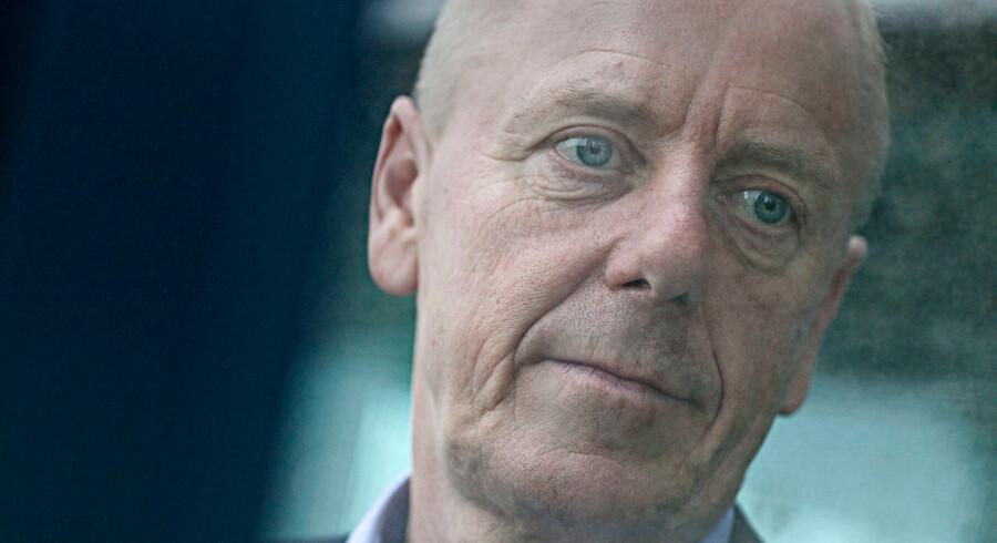 En virksomhed i tillidskrise og en formand i defensiven. Novozymes-formand Jørgen Buhl Rasmussen er presset til en udskiftning på topposten i utide.