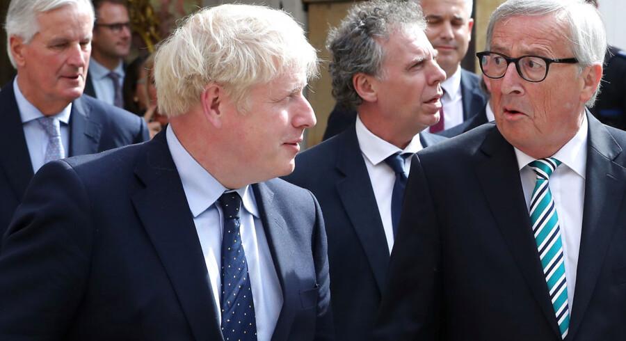 Storbritanniens premierminister Boris Johnson (tv.) og EU præsiden Jean-Claude Juncker (th.). Arkivfoto.