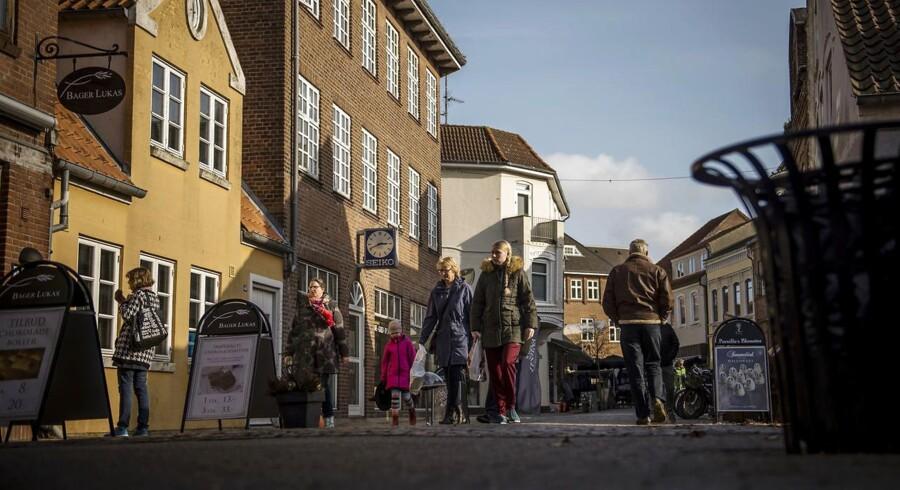 Et enigt byråd i Tønder Kommune prøvede i 2017 at hyre et lobbybureau med det formål at få flere statslige arbejdspladser til den sønderjyske kommune. Den slags er Tønder dog ikke ene om.