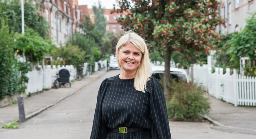 Anne Crone, kendt fra »Hammerslag« på DR1, flytter fra Home til Danbolig, hvor ejendomsmægleren skal genoprette skandaleramte butikker.