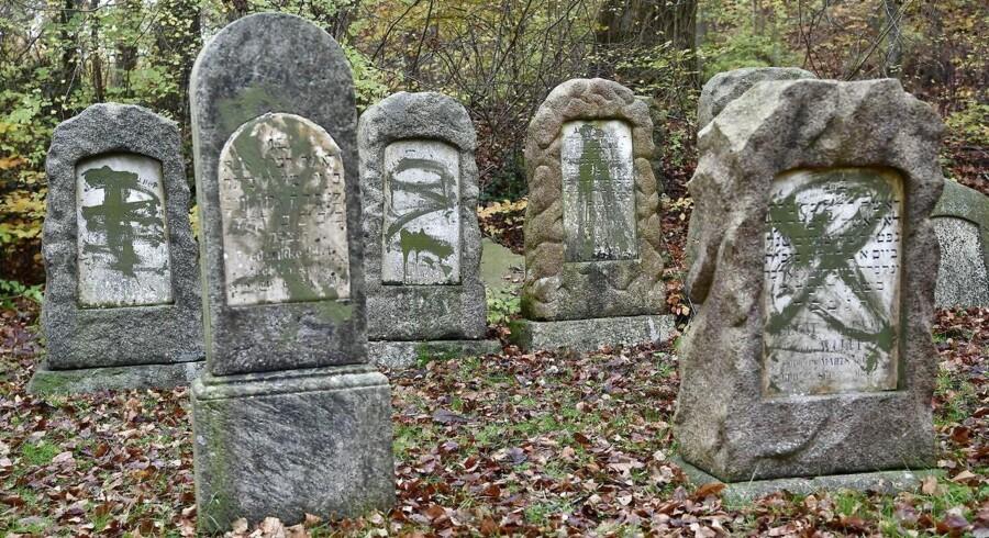 Hen over weekenden valgte ukendte gerningsmænd at markere årsdagen for Krystalnatten med hærværk og chikane rettet mod jøder i Danmark.