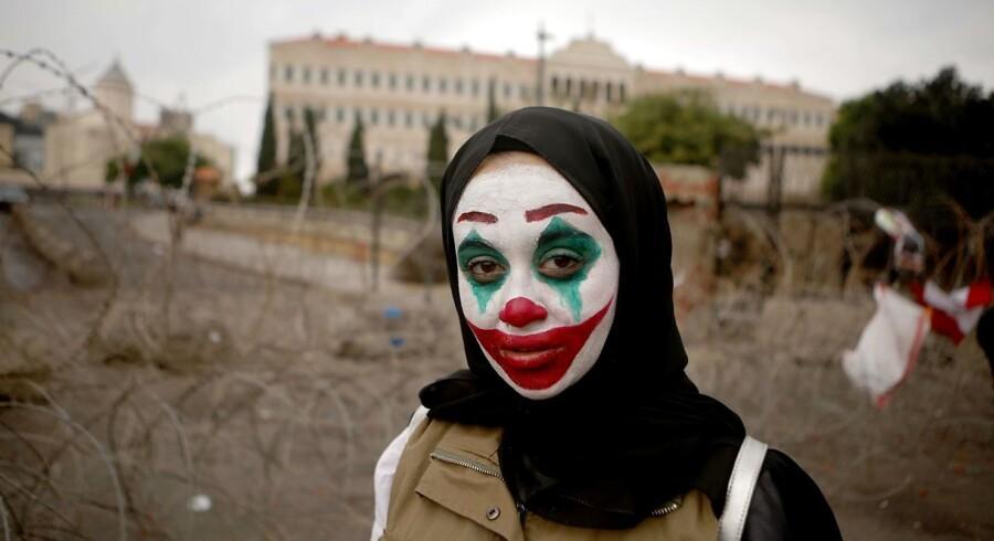 Den psykotiske skurk Joker er blevet ansigt på demonstrationer i bl.a. Hongkong, Chile og Libanon. Det er et slagkraftigt politisk symbol, påpeger forskere.