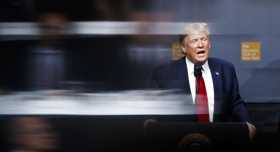 Den amerikanske præsident, Donald Trump, brugte meget af sine taletid hos Economic Club of New York på at love en stor handelsaftale med Kina og med at slå sin egen centralbank oven i hovedet.