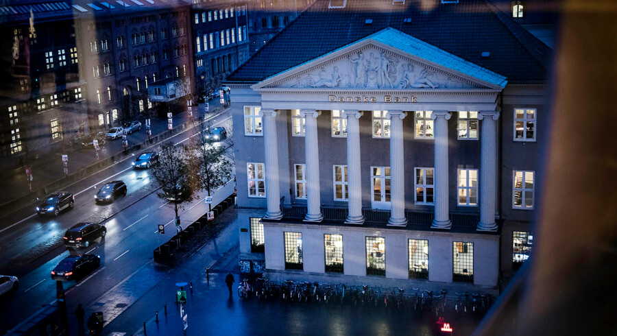 Danske Bank og de øvrige storbanker har de seneste år måttet se indtægterne falde, mens omkostningerne er steget.
