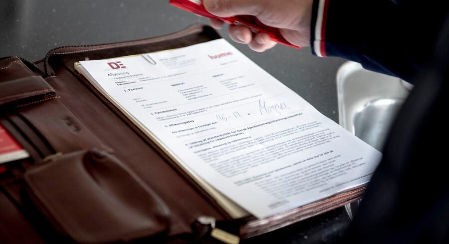 Mange ejendomsmæglere har haft travlt med at underskrive købsaftaler i oktober, hvor der har været usdævanlig livlig handelsaktivitet på både markedet for ejerlejligheder, huse og sommerhuse.