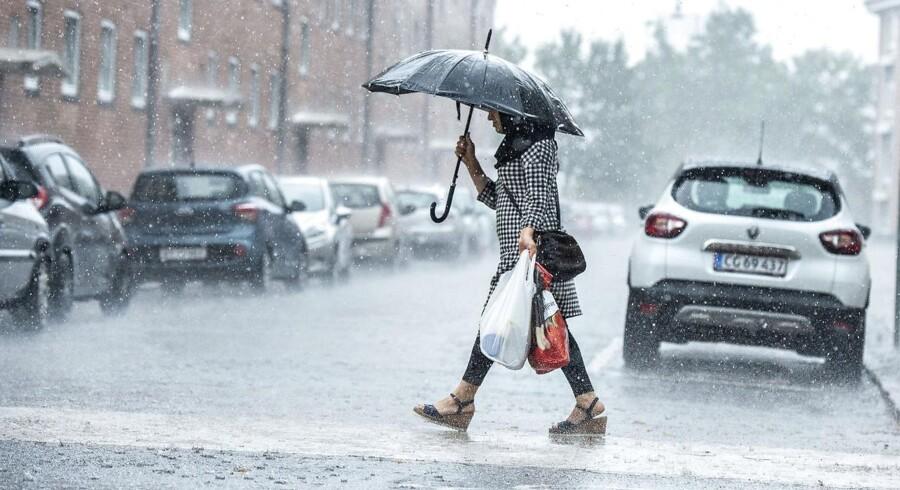 I juli, hvor dette billede er taget, blev der registreret 36 skybrud. Og det våde vejr fortsatte ind i efteråret, der har fået rekorden som det vådeste i dansk vejrhistorie.