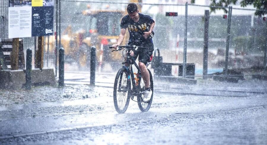 Tendensen er klar: Fremtidens danske vejr bliver efter alt at dømme endnu vådere end i dag. Her var det kraftig regn over Aalborg 30. juli 2019.