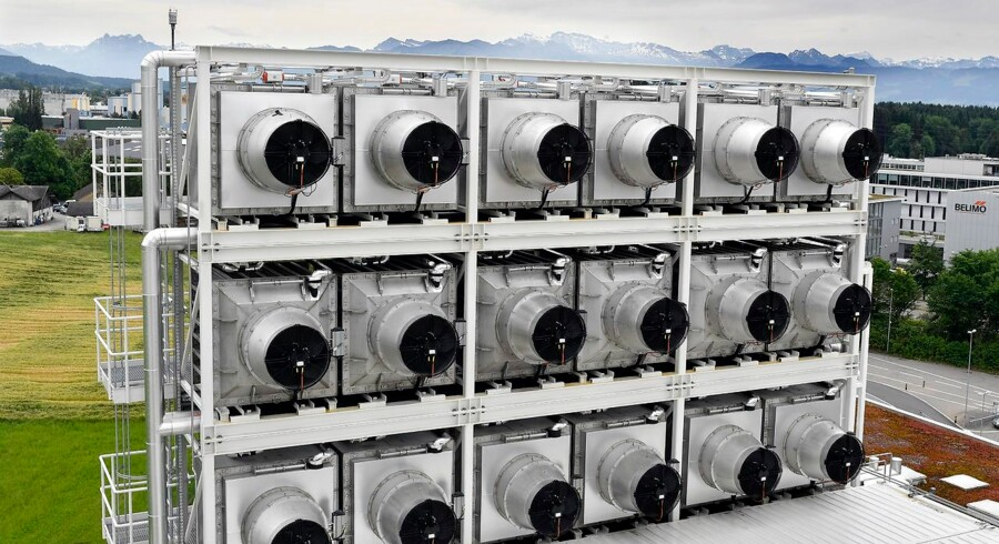 Rækker af »luftstøvsugere« fra den schweiziske virksomhed Climeworks trækker CO2 ud af luften. Hvis verden vil have minusudledninger og dermed løse klimakrisen, kan den form for direkte fangst af drivhusgassen blive en helt central metode.