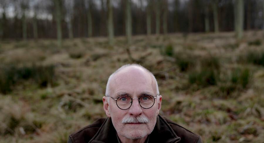 Dyrehavens skovoged, Torben Christiansen, er bekymret for skovens mange hjorte. De er med årene begyndt at veje en smule mindre, og de virker mere urolige, lyder det.