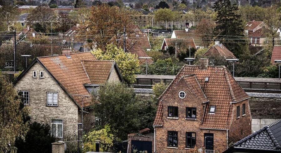 I de kommende år får ejerboliger i Danmark nye ejendomsvurderinger og -skatter. Arkivfoto af villakvarter i Brønshøj i København.