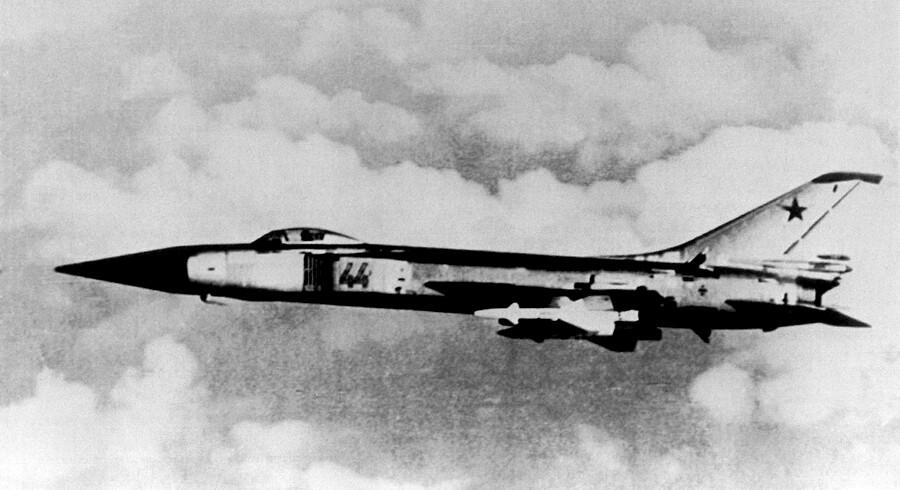 Danske historikere er i gang med et forskningsprojekt, hvor de har fået adgang til polske arkiver, som ikke var åbnet, dengang DIIS-rapporten om Danmark under Den kolde krig blev skrevet. Det giver os ny viden om truslen fra Warszawa-pagten. Her et sovjetisk SU-15-kampfly. Arkivfoto.