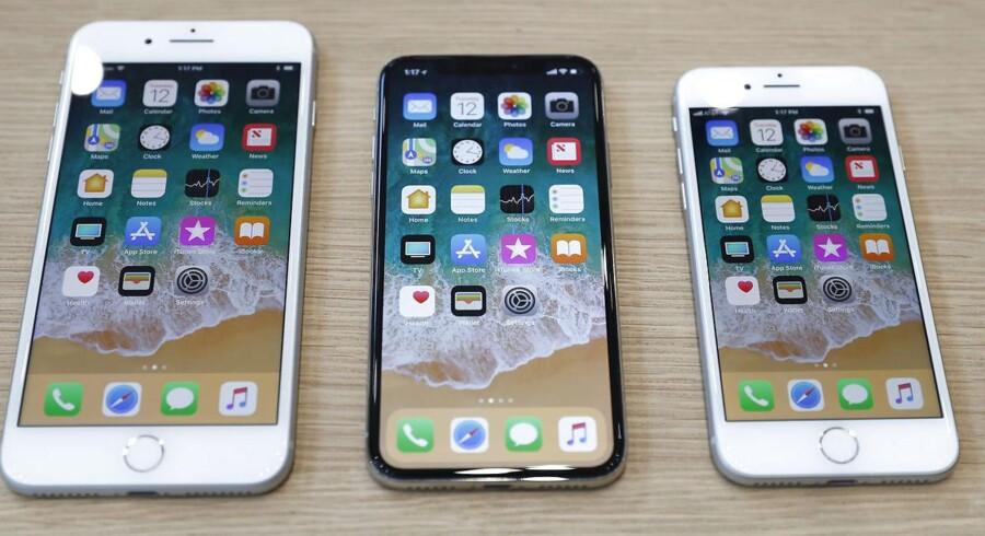Den nye og billigere iPhone får samme størrelse som iPhone 8 – yderst til højre – som blev lanceret i 2017.