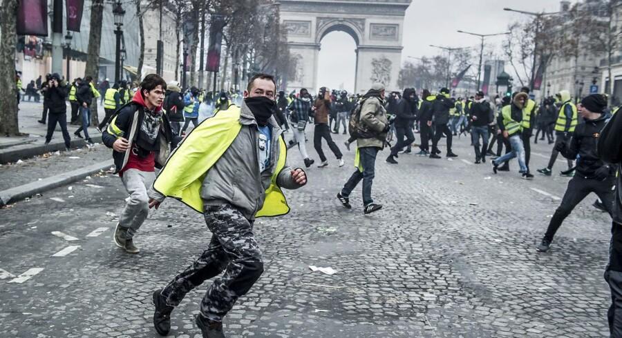 »En lovbestemt EU-mindsteløn kan altså betyde stagnerende lønninger og et højere konfliktniveau, fordi utilfredsheden vil komme til udtryk ved flere strejker - netop som vi ser i Frankrig i disse dage (...),« skriver Marianne Vind.