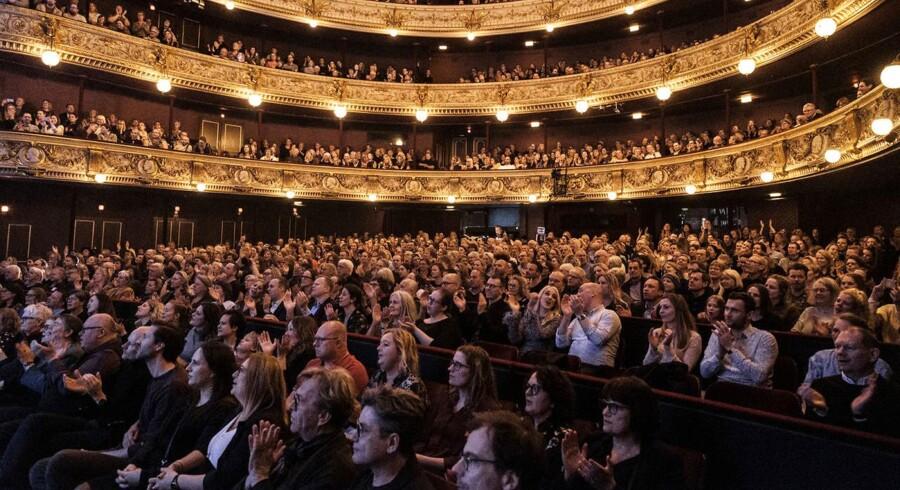 »Det Kongelige Teater har en opdragende forpligtelse til at fortælle, hvordan man egentlig går i teatret. Det handler ikke kun om det, vi ser på scenen – det handler også om, hvordan man opfører sig, når man sidder i salen, og hvor ens koncentration ligger,« lyder det fra operasanger Jens-Christian Wandt.