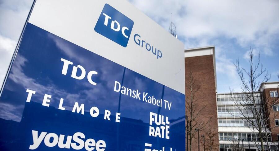 TDC splittede sidste sommer selskabet i to dele, som nu konkurrerer direkte mod hinanden og ikke skal tage fælles hensyn. Det koster kunder, men TDC henter noget af det tabte ind gennem stigende priser og via konkurrenter, der lejer sig ind på TDCs stadig mere udbyggede net.