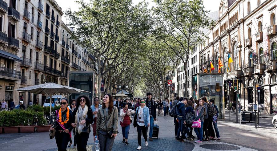 Frygten for coronavirus betyder, at en tur til Ramblaen i Barcelona kan erhverves til spotpris i uge ni. Arkivfoto: Henning Bagger/Ritzau Scanpix
