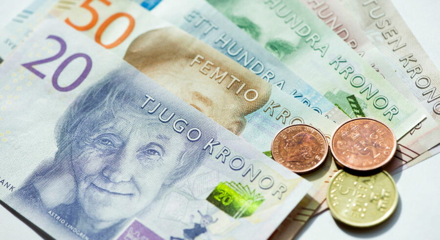 New Swedish Krona banknotes and coins are seen in this picture taken September 14, 2015. Sweden will introduce new 20, 50, 200 and 1, 000 krona banknotes on October 1, 2015, and new 100 and 500 krona banknotes in 2016. New coins will also be introduced in 2016. Picture taken September 14. REUTERS/Fredrik Sandberg/TT News Agency ATTENTION EDITORS - THIS IMAGE WAS PROVIDED BY A THIRD PARTY. IT IS DISTRIBUTED EXACTLY AS RECEIVED BY REUTERS, AS A SERVICE TO CLIENTS. FOR EDITORIAL USE ONLY. NOT FOR SALE FOR MARKETING OR ADVERTISING CAMPAIGNS. SWEDEN OUT.NO COMMERCIAL OR EDITORIAL SALES IN SWEDEN.NO COMMERCIAL SALES.