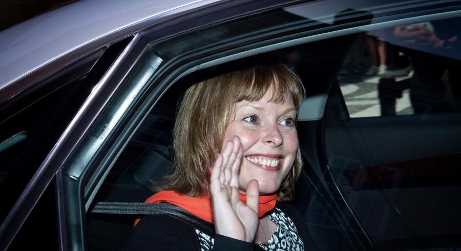 Efter en årelang ballade på Den Danske Filmskole måtte rektor Vinca Wiedemann trække sig fra sin post. Nu forsvarer kulturminister Joy Mogensen (foto) den fratrædelsesordning, som fulgte med Wiedemanns tilbagetrækning.