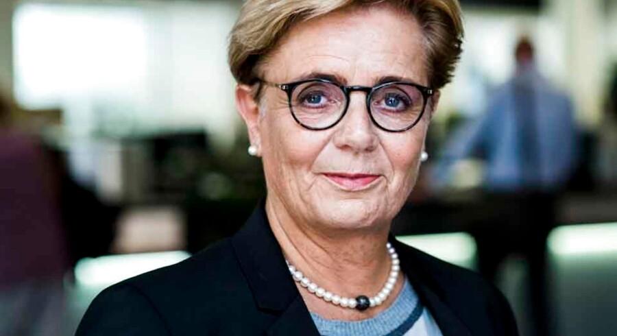 Sydbank-topchef Karen Frøsig er en hård banan, som får mange hvide midaldrende mænd til at få sved på overlæben.