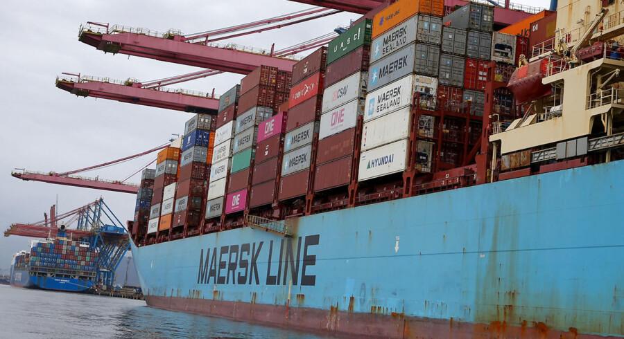 Coronavirussen har ført til en række fabrikslukninger i Kina, og det betyder, der skal sejles færre varer rundt i verden. Det rammer Mærsk hårdt.