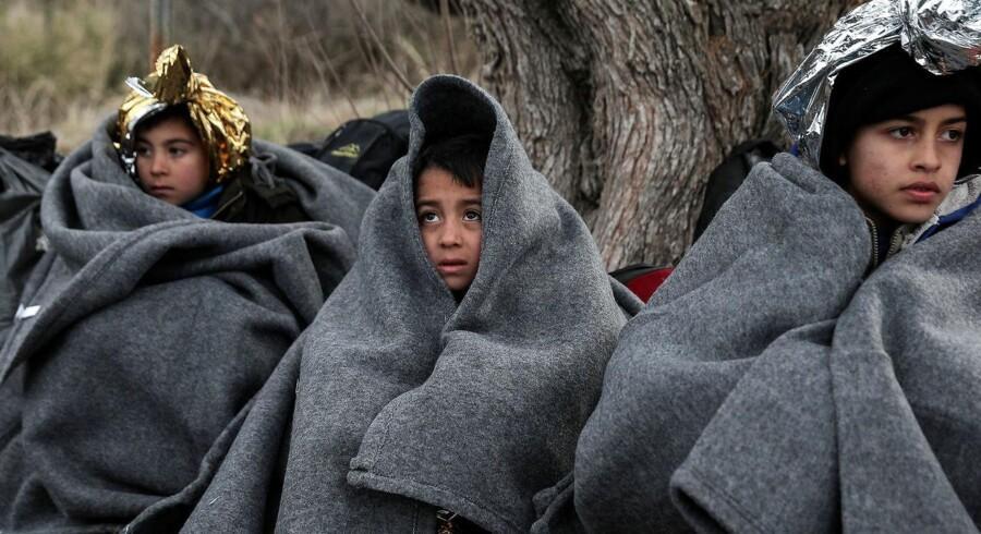 »Lægehjælpen til lejrens 8.000 børn er overladt til private nødhjælpsorganisationer som Læger uden Grænser. Med de forhold kommer der rigtig mange sygdomme,« skriver Mozhdeh Ghasemiyani. REUTERS/Costas Baltas/File Photo
