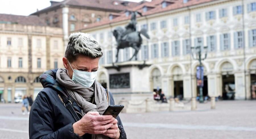 De TDC-ejede YouSee og Telmore gør det indtil udgangen af april gratis for danskere i udlandet at ringe eller SMSe hjem.