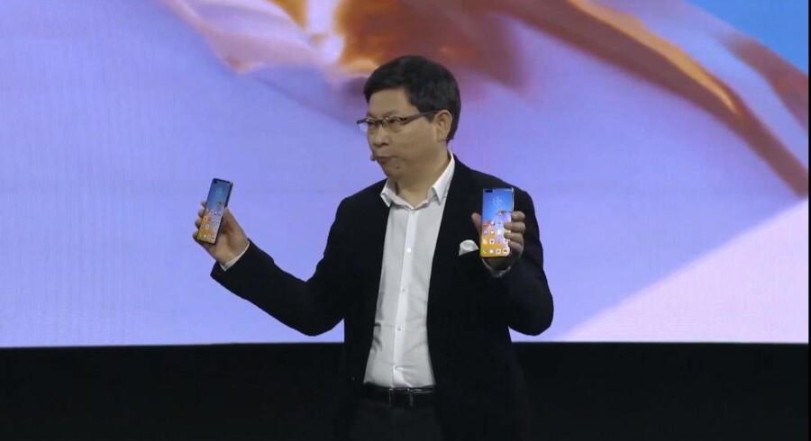 Huaweis mobilchef, Richard Yu, præsenterer de nye P40-telefoner.