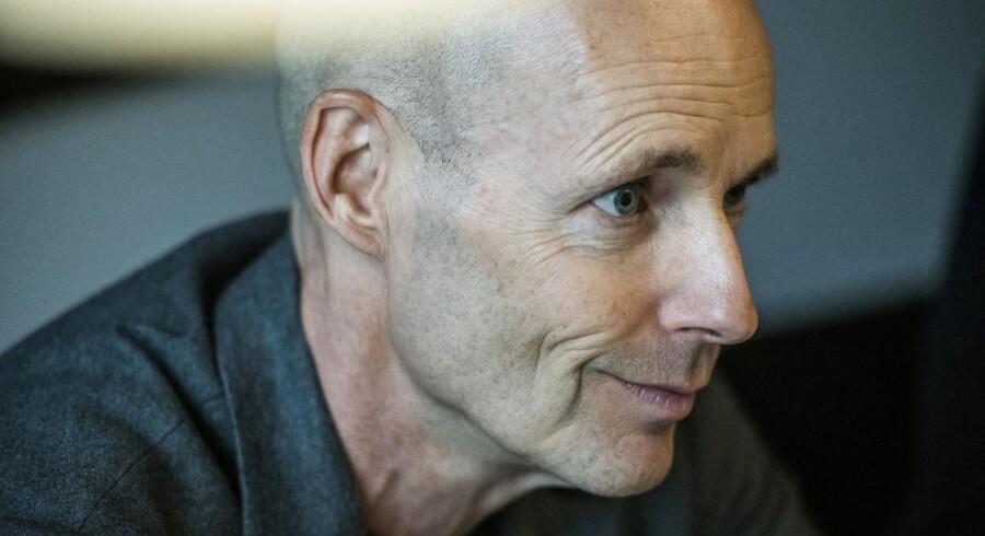 TDCs nye koncernchef, Henrik Clausen, står i spidsen for den relle og totale adskillelse af TDCs netselskab og TDCs kundeselskab, som konkurrerer også med hinanden og ikke skal tage hensyn på tværs.