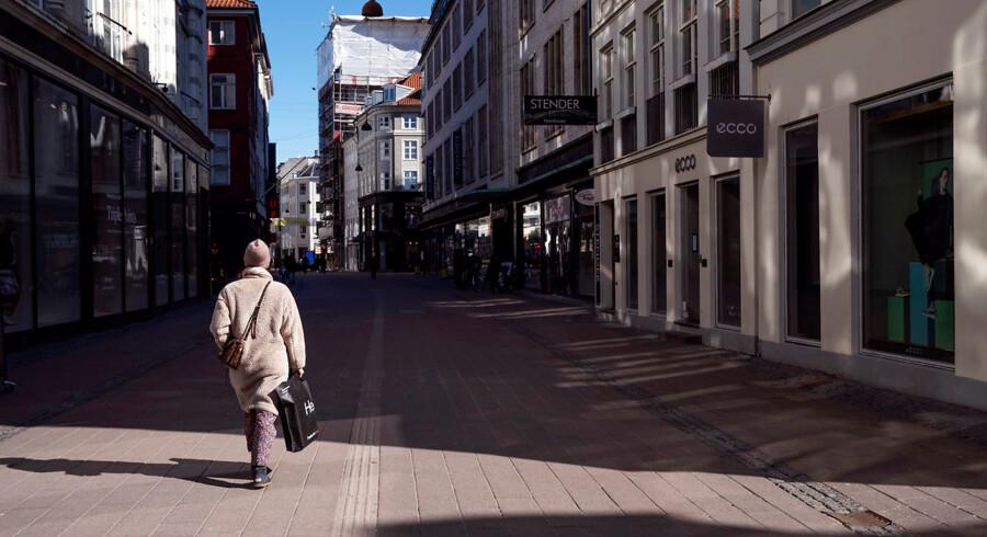 Butikker på Strøget og Købmagergade holder lukket på grund af coronakrisen. Ifølge EjendomDanmark står ejendomsbranchen i værste fald til et tab på fire milliarder kroner.