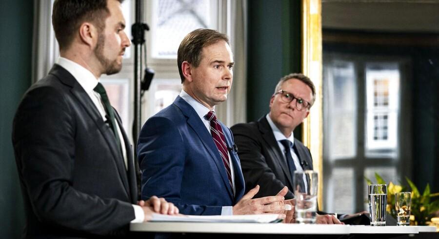 »Danmark har alle muligheder for at komme godt gennem krisen - og tilmed styrket ud på den anden side, da vores økonomi grundlæggende er stærk og vores gæld lav. Det kræver, at vi tænker os godt om (...),« skriver Kim Fournais.